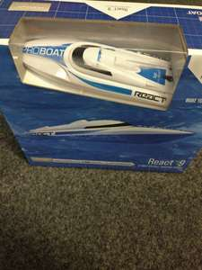 RC boat with self righting - £29.99 @ Wireless Madness