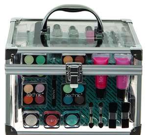 Technic Essentials Clear Carry Case Make-up Set by Technic £13.79 prime / £18.54 non prime @ Amazon
