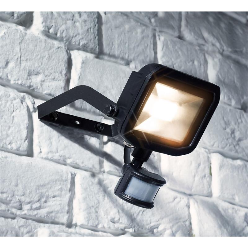 Homebase Yale LED PIR 1200lm  £7
