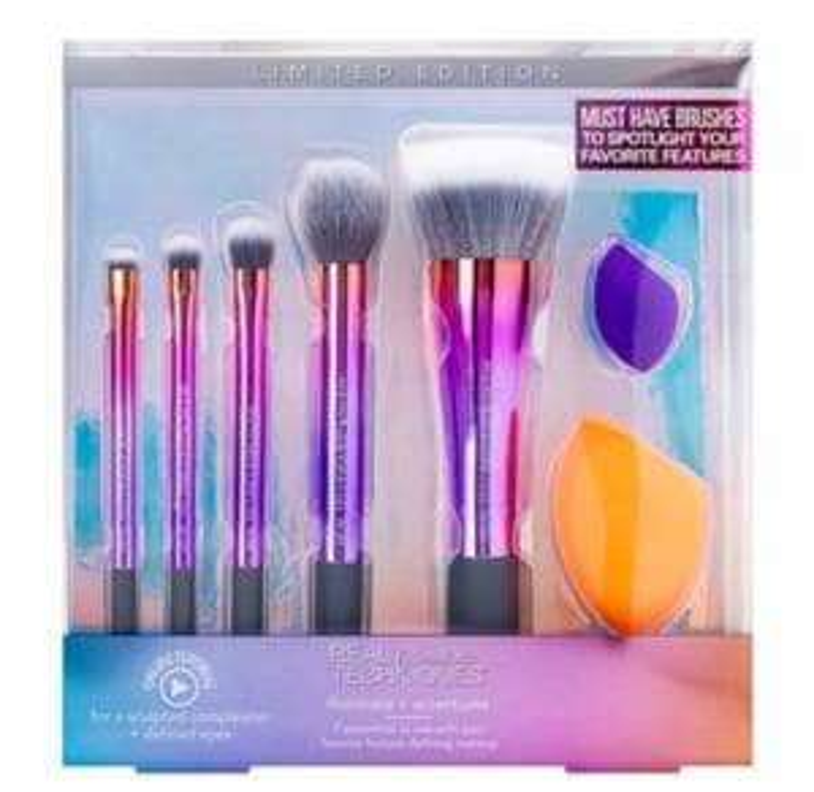 Real Techniques Illuminate brush set @ Superdrug £9.99