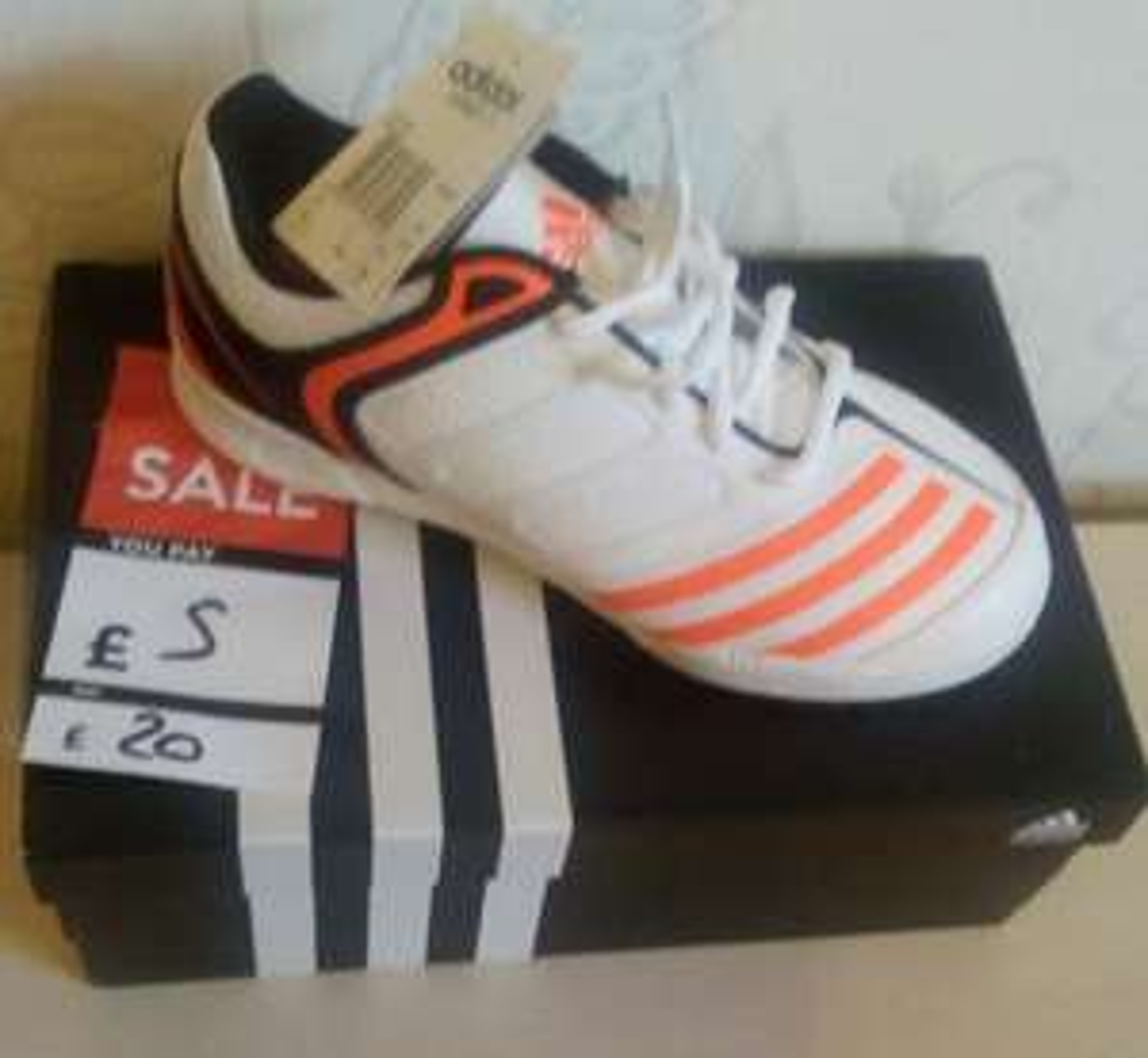 75% off Adidas Performance Howzat boys £5 instore @  DWSports
