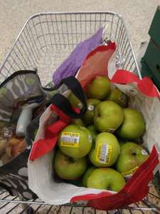 Apples reduced to clear in store at Tesco for 1p each