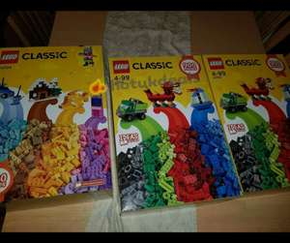 900 piece classic Lego reduced £2.50 @ tesco instore