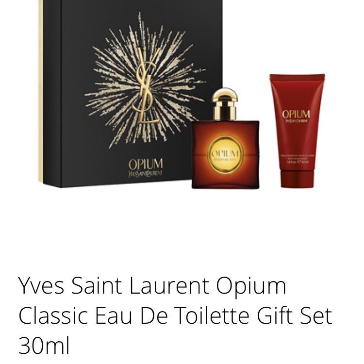 Ysl 30ml gift set £22 @ Feel Unique