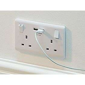 2-Gang Switched Socket & USB Charger Port White £3.49  Screwfix