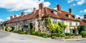 Wiltshire 12th Century inn (The Lamb Inn, Hindon) getaway with Full English Breakfast, Bottle of Wine, Free Wi-Fi only £69 per couple @ Travelzoo
