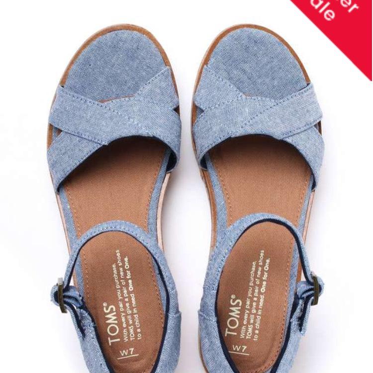 Toms sandals 75%off - £14.99 +£3.95 del @ Cloggs