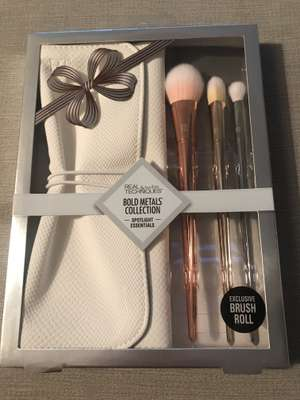 Real Techniques Bold Metals Collection Spotlight Essentials - £10 instore @ Boots (Windsor, London)