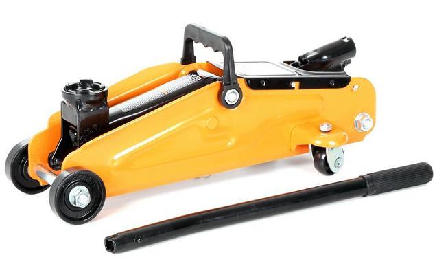 Halfords 2 Tonne Trolley Jack Short Wheel Base, £21.99 @ Halfords