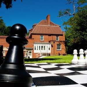 Overnight Deluxe Room Stay @ The Pinewood Hotel in Buckinghamshire + Breakfast + Dinner now £79 (£39.50pp) via Travelzoo (add a child for £20)