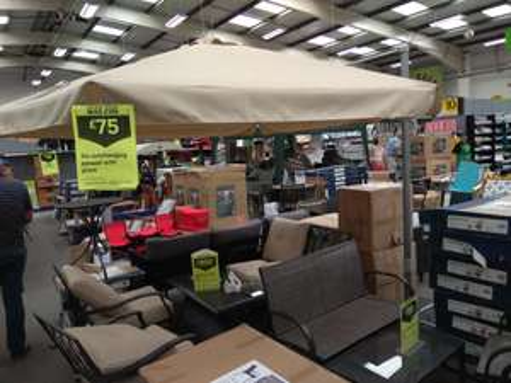 Overhanging parasol 3 m at Homebase for £75