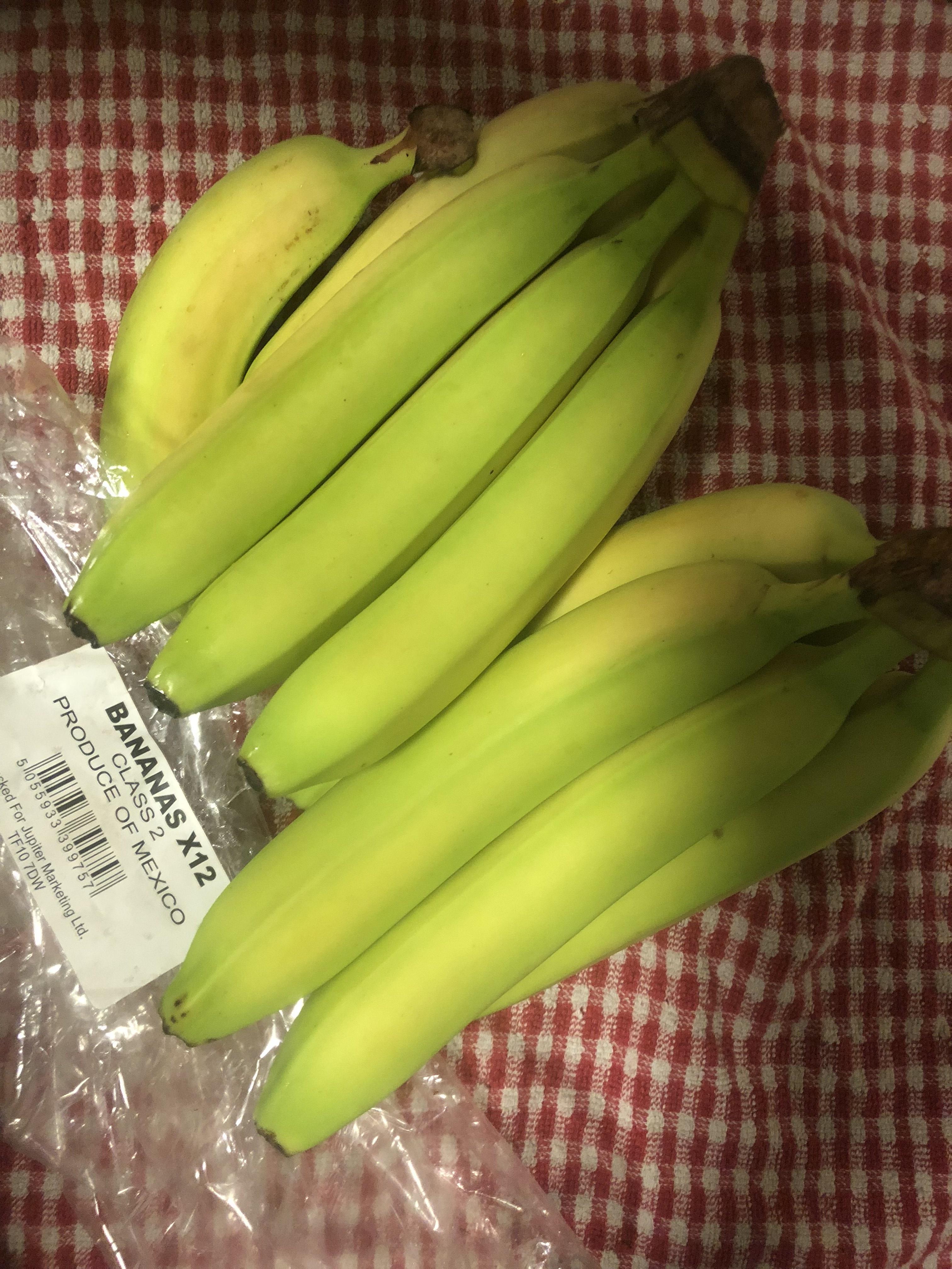 Bag of 12 bananas @ farmfoods - £1.79