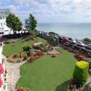 Bournemouth getaway with Full English Breakfast, 3-Course Dinner, Bottle of Wine, Parking & Late Checkout just £47.50pp @ Travelzoo