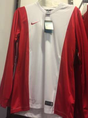 Nike Long sleeve football tops £5 Size M & XL  Nike Outlet Castleford