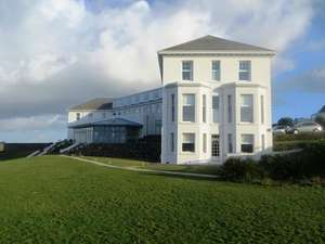 Clifftop Cornwall getaway inc Full English Breakfast, £35 Dinner credit per person from £49.50pp @ Travelzoo