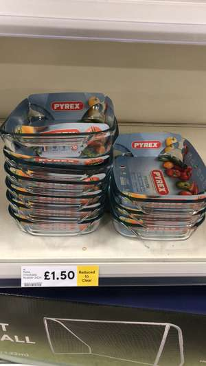 Pyrex 31 x 20 cm / 3 Litres roasting oven dish / serving dish was £6 now £1.50 at Tesco