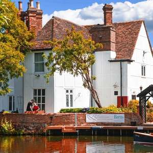 Bedfordshire Riverside Stay w/ Breakfast, Dinner voucher, late check out and Prosecco on arrival £79 (inc weekends) at Travelzoo