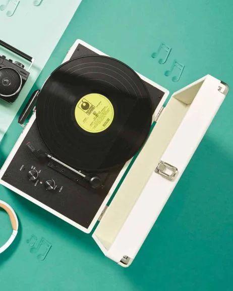 reka suitcase record player instore aldi wigan 12. Black Bedroom Furniture Sets. Home Design Ideas