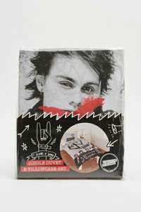 5 seconds of summer single duvet set £8.95 delivered at  Everything5pounds