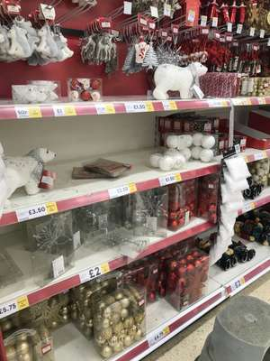 Tesco Christmas decorations reduced to clear from £2