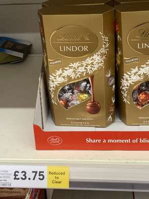 Lindt Lindor Assorted Chocolates 600g £3.75 in-store @ Tesco