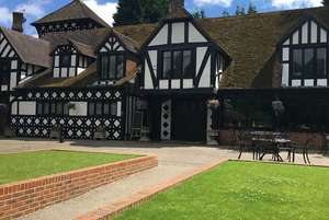 1 night Kent Countryside Escape, Breakfast, Leisure Access & 2-Course Dinner for 2 £79 at Wowcher