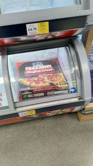 Chicago Town Takeaway Large Stuffed Crust Cheese/Pepperoni Pizza 645g - £1.03 instore @ Tesco