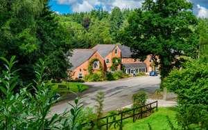 Devon 2 Night Break for Two including breakfast -  £84.15 w/code (£44.08pp) - Fox and Hounds Country Hotel @ Groupon