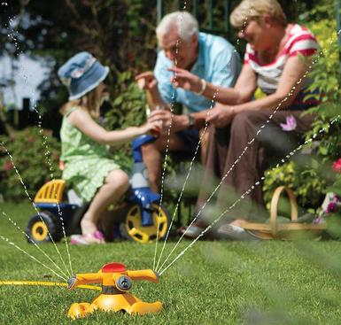 Hozelock Round Garden Sprinkler Plus - £10 + Free C&C @ Wickes