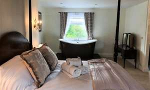 Yorkshire Dales: 1 Night Hotel Stay for Two with Breakfast and Prosecco at the 5* Ashmount Country House £84.15 (£42.07pp) @ Groupon