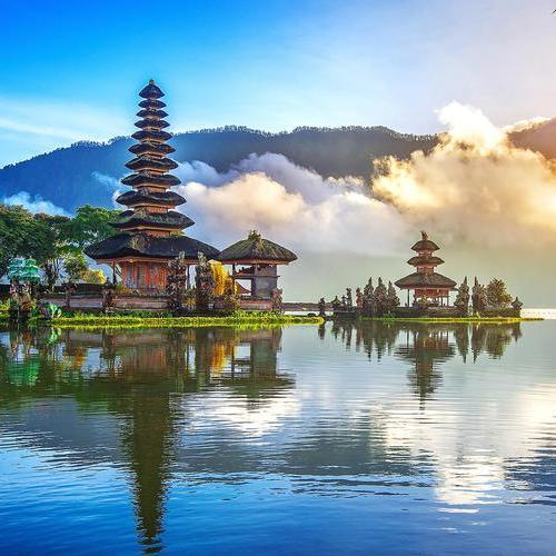 Round the World Trip (London STN / Barcelona / Los Angeles / Hawaii / Sydney / Bali / Bangkok / New Delhi / Goa) £824 @ Various Airlines