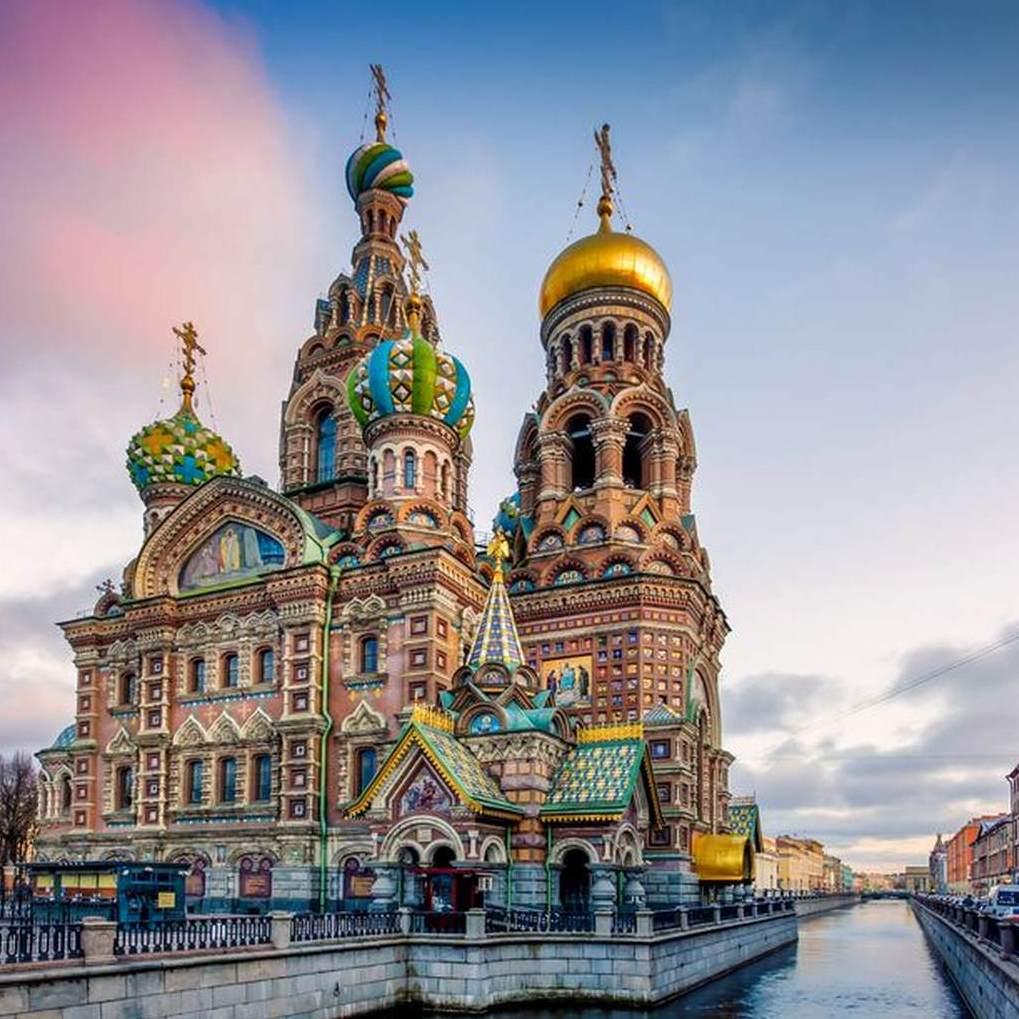 Direct return flight to St Petersburg £61.98 / Moscow £74.98 (Departing London Luton / October departures) @ Wizz Air
