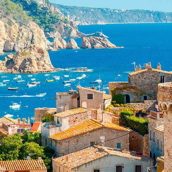 5 Nights Costa Brava 2 people October - 4* Hotel Full Board + Luton Rtn Flights = £199pp (£399 total) @ Voyage Prive