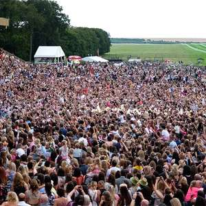 Ticket for Newmarket races and Bananarama + Heather Small (from M People) concert £15 per adult instead of £29.70 @ Travelzoo