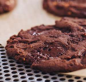 (Friday 3pm-4pm) Free Dark Chocolate & Almond Butter Cookie (Password: BAKE MY DAY) @ Pret A Manger