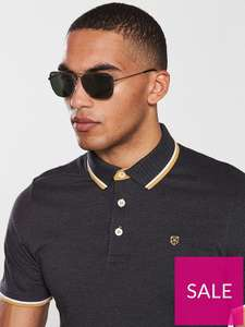 Ray Ban Caravan sunglasses available from Very at £57.20. This is using the new account code which gives an additional 20% off.