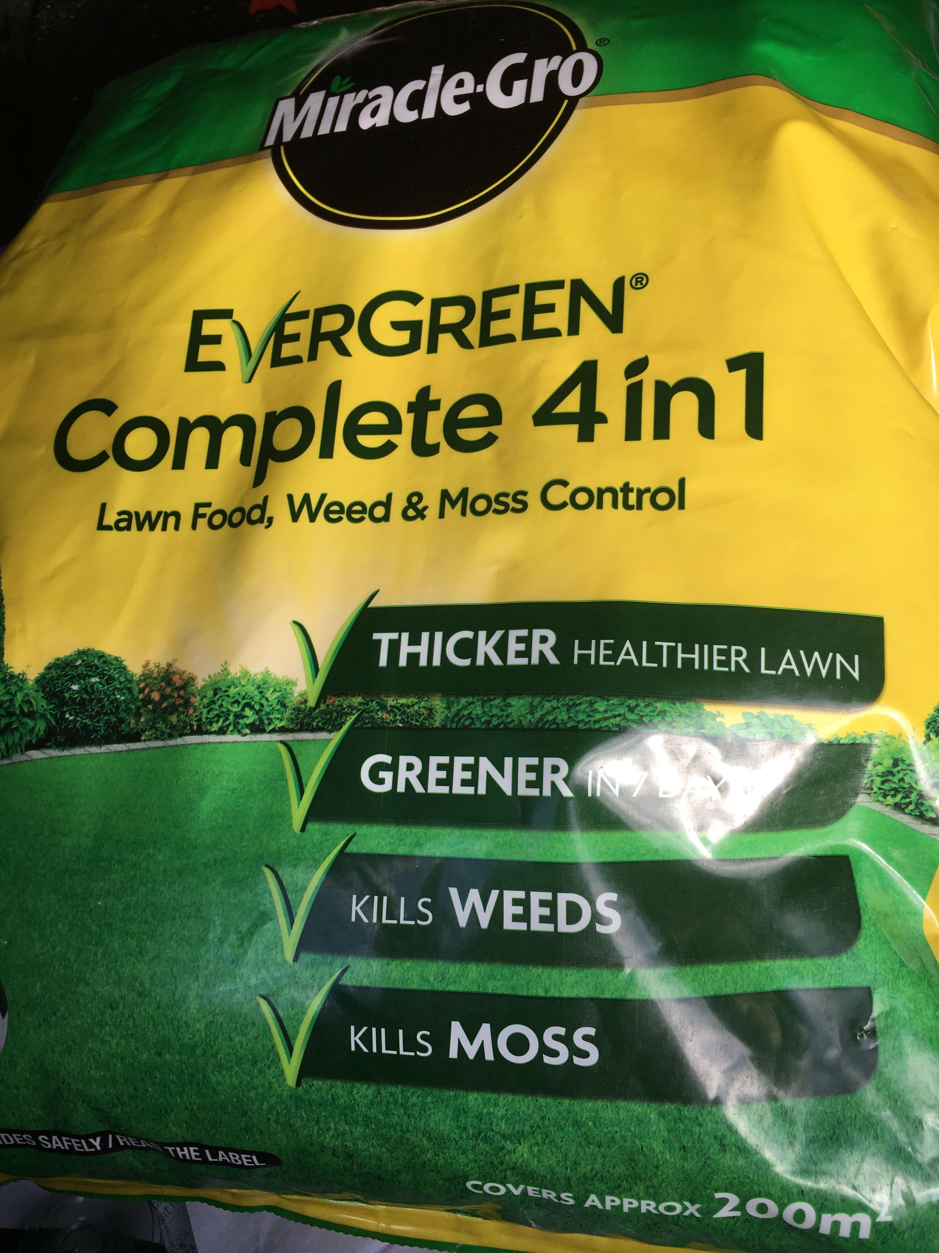 Miracle Gro Evergreen Complete 4 in 1 Lawn Food, Weed & Moss Control £3.25 @ Wilko Milton keynes (Kingston)