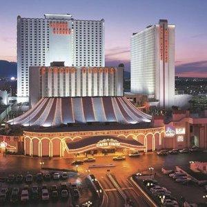 Las Vegas flight and hotel 4 nights for two £610.72 Virgin Atlantic (+resort fee of £99 payable locally)
