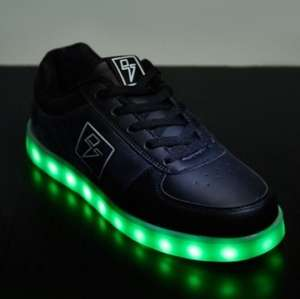 Lace Up Light Up Led Shoes (size 9.5) £5 + £3.95 delivery at Everything5pounds