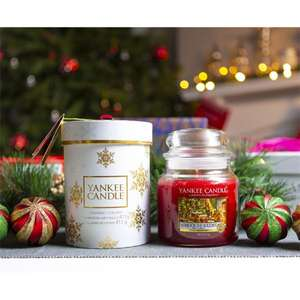 Yankee Candle Home For The Holidays Classic Signature Medium Jar With Snowflakes Gift Box £12.00 or £11.40 for New Accounts @ Yankee Bundle