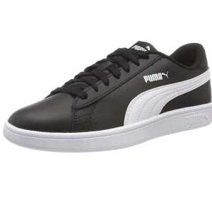 PUMA Unisex Adults Smash V2 L Low-Top Sneakers size 9.5 £25.97 @ Amazon .