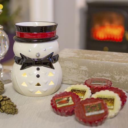 Yankee Candle Penguin Electric Wax Melt Warmer + 12 Festive Season Wax Melts £22 / £20.90 For New Accounts With Code @ Yankee Bundles