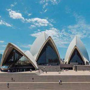 (Limited Availability) Return Qantas Flight to Australia (Sydney, Melbourne) £205 (Including checked luggage) @ Qantas