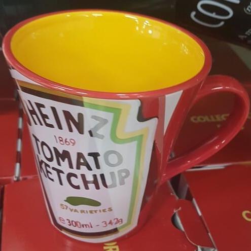 Heinz Mug, oven gloves and tea towels all £1 each POUNDLAND ST JOHNS LIVERPOOL