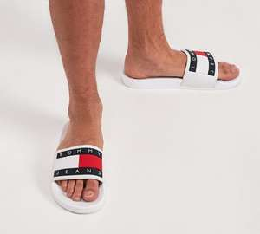 Tommy Hilfiger Pool Slide Sandal / White £24.99 at Footasylum