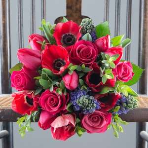 £8 off All Christmas Bouquet with Voucher Code @ Appleyards London