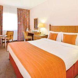 Overnight stay for 2 including breakfast and dinner @ cedar court Wakefield via Groupon £47.20