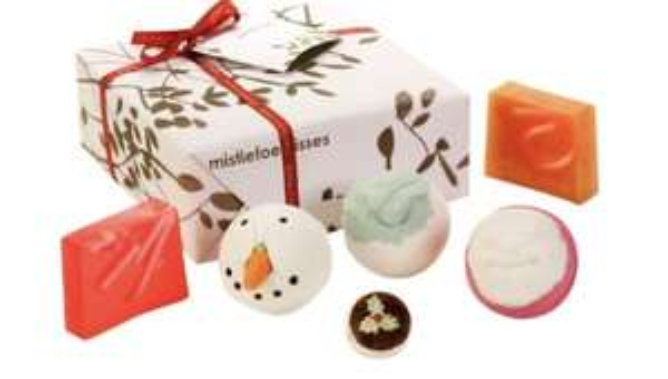 Bomb Cosmetics Mistletoe Kiss Handmade Gift Pack - £6.99 @ Amazon Prime (+£4.49 non-Prime)