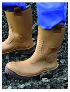 Dickies Safety Wellington Boot - Tan £10 at Wickes