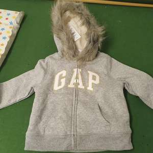 Girls gap hoodie £2.99 in gap outlet store at Cheshire oaks